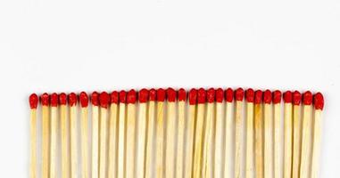 grupp röd match isolerad på vit bakgrund foto
