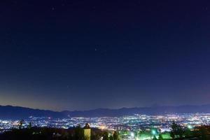 nattvy av staden Kofu foto