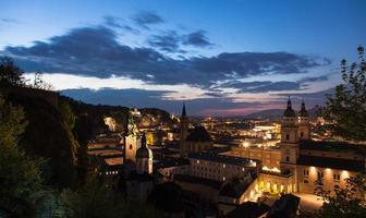 Salzburg bei nacht foto