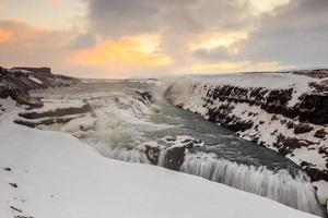frusen gullfoss vattenfall, island