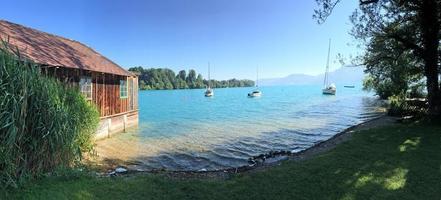 sjödistrikt salzburger land: utsikt över sjön Attersee, österrikiska alperna