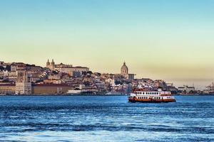 båt i floden Tagus, i Lissabon