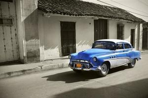 blå bil på Kuba foto