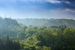 chiantiregionkullar vid solnedgången i Toscana - Italien