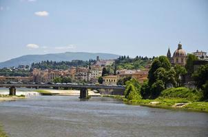 längs Arno i Florens