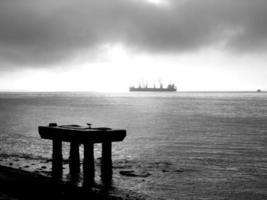 pir står vid Rio Tejo foto