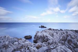 härlig kust av capo gallo på sicilien