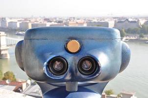 retro teleskop och suddig stad i Budapest