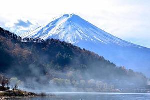 mt fuji från sjön kawaguchiko foto