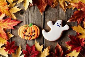 hemlagade pepparkakakakor för halloween foto