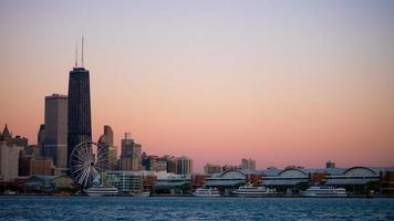 skyskrapor vid solnedgången