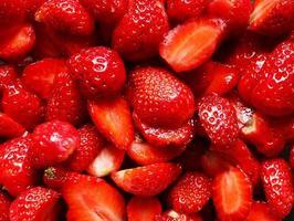 skär jordgubbar bakgrund foto