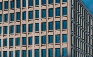 betongbyggnad under dagen foto