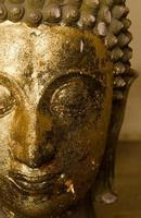 halva ansiktet av buddha på nära håll