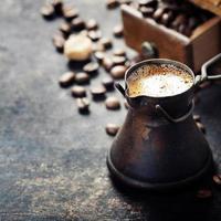 gammal kaffekanna foto