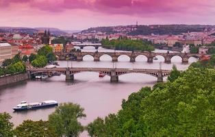 Prag broar på vltava floden