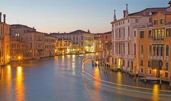 Venedig - Canal Grande i kvällskymning från Ponte Accademia foto