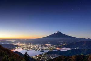 mt. fuji över kawaguchi sjön foto
