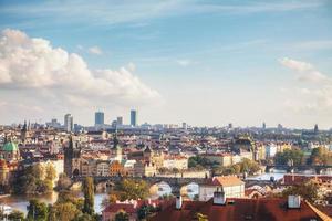 översikt över gamla Prag med charles bridge