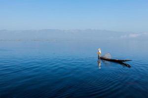 burmesisk fiskare vid Inlesjön, Myanmar foto