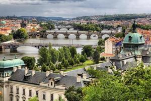 sommarpanorama av Prag, Tjeckien