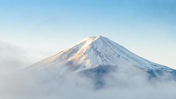 montera fuji på morgonen vid kawaguchiko japan foto