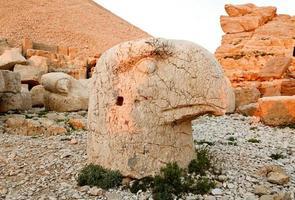 skulpturer av det commagene riket, nemrut berget foto