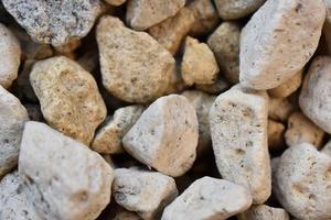 närbild av vita stenar
