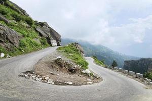 du svänger vägen i himalaya foto