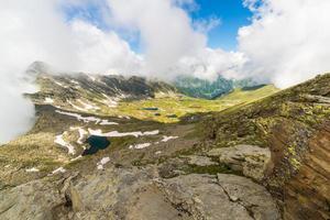 blå idylliska sjöar i hög höjd i Alperna foto