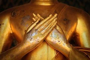 hand av guld buddha i Thailand.