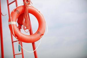 badvakt strand räddningsutrustning orange livboj