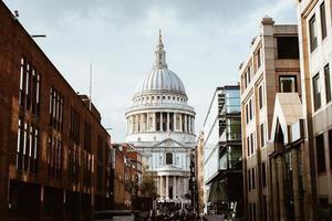 London, Storbritannien, 2020 - utsikt över St. Pauls katedral under dagen foto