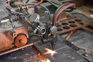 maskiner för skärning av metall foto
