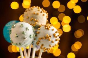 färgglada cake pops foto