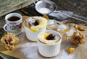 pastell de belem (pastell de nata) portugisiska äggtårta bakverk foto