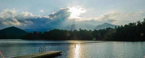 sjön santeetlah i stora rökiga bergen norra carolina foto