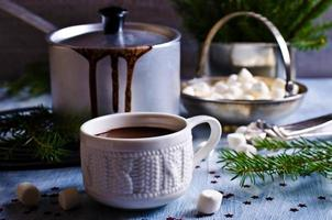 varm choklad med marshmallow foto