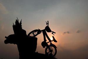 silhuett av barncykel foto