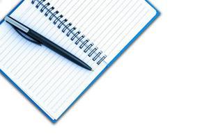 bläckpenna på en tom sida i en anteckningsbok foto