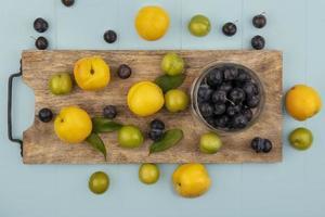 matfotografering platt låg med frukt foto