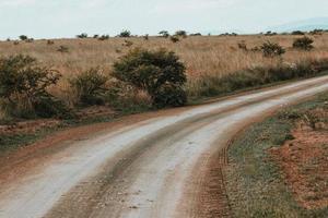 tom grusväg i afrika