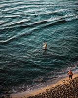 oidentifierade personer på stranden vid san diego