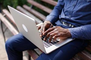 att skriva på en dator