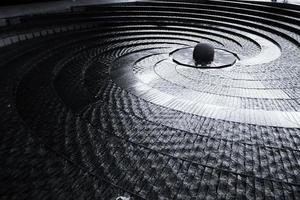 sydney, australien, 2020 - svartvitt av trappor och skulptur