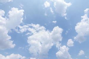 blå moln och himmel foto