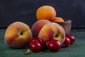 framifrån av persikor