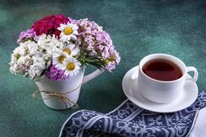 sidovy av färgglada blommor