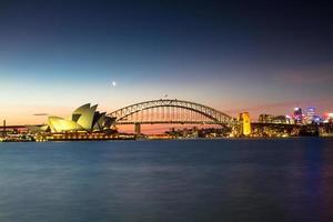 sydney, australien, 2020 - sydney operahus vid solnedgången foto