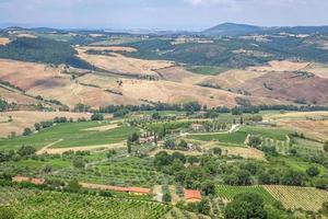Toscana, Italien, 2020 - Flygfoto över ett landskap under dagen